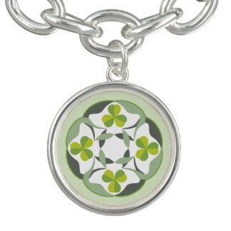 Charm Bracelets O nó celta do trevo inspirou o dia de St Patrick