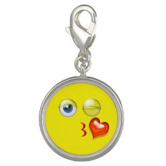 Charm Com Foto Sopro engraçado um smiley de Emoji do beijo
