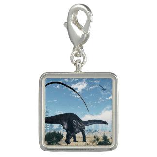 Charms Com Foto Dinossauro do Apatosaurus no deserto - 3D rendem
