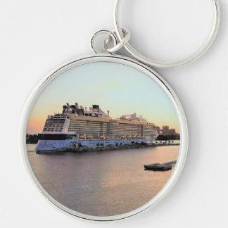 Chaveiro Aurora do porto de Nassau com navio de cruzeiros