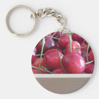 Chaveiro Beira de cerejas frescas no fundo de madeira
