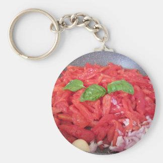 Chaveiro Cozinhando o molho de tomate caseiro