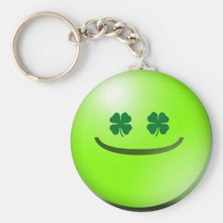 Chaveiro irlandês sorrir forçadamente do Dia de Sã