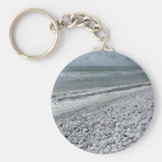 Chaveiro Litoral de uma praia em um dia nebuloso no verão