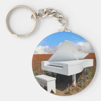 Chaveiro Piano de cauda no campo do zinnia