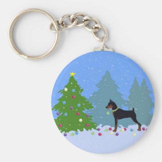 Chaveiro Pin do minuto na floresta que decora a árvore de