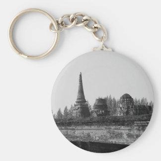 Chaveiro Uma imagem preto e branco de um templo velho
