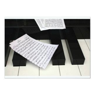 Chaves do piano com música convite personalizados