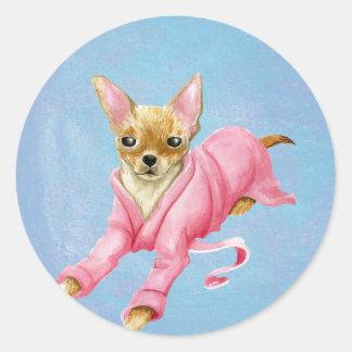 Chihuahua etiqueta redonda do cão do Bathrobe em