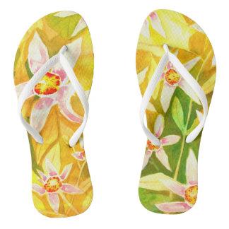 Chinelos amarelos florais coloridos bonitos da