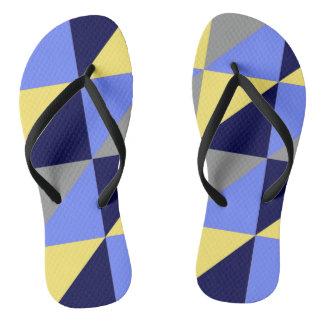 Chinelos azuis do teste padrão do triângulo