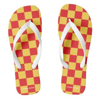 Chinelos checkered vermelho e amarelo