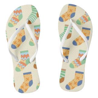 Chinelos coloridos das meias para o desgaste