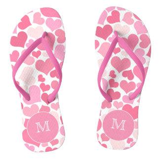 Chinelos cor-de-rosa do monograma dos corações