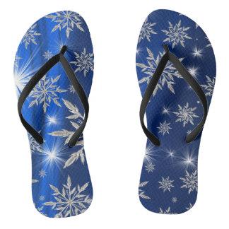 Chinelos Estrelas azuis do Natal com o cristal de gelo