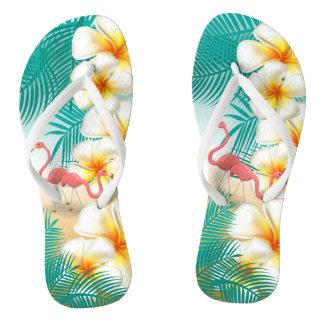 Chinelos Flamingos em um design tropical da praia da
