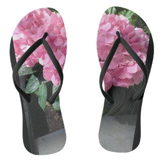 Chinelos Flip-flops com flores cor-de-rosa. Excelente para