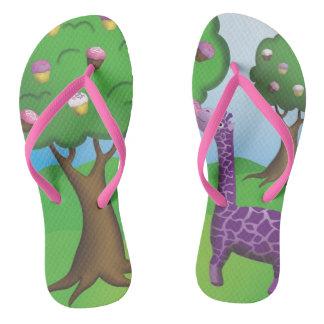 Chinelos Flip-flops frescos do cupcake de Nomming do girafa