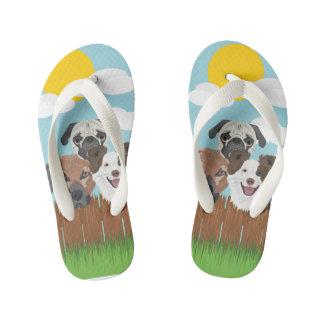 Chinelos Infantis Cães afortunados da ilustração em uma cerca de