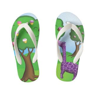 Chinelos Infantis O girafa de trituração do cupcake caçoa flip-flops