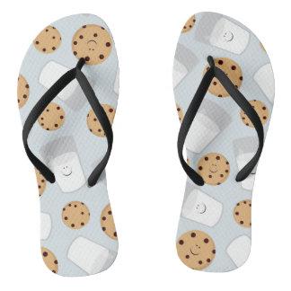 Chinelos Leite feliz e biscoitos azuis pálido