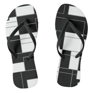 Chinelos magros Checkered modernos preto e branco