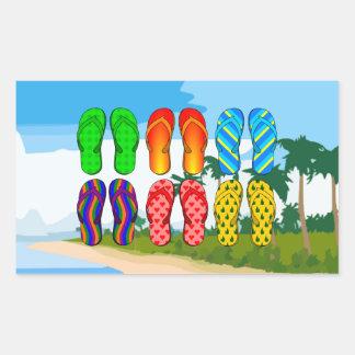 Chinelos na praia adesivo em formato retângular