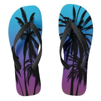 Chinelos O azul roxo das palmeiras pretas desvanece-se