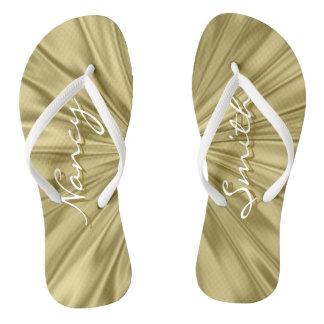 Chinelos Personalize: Textura do tecido do cetim do ouro do