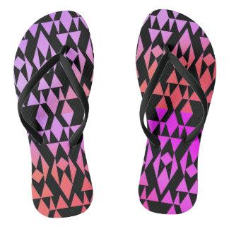 Chinelos roxos/pretos geométricos astecas