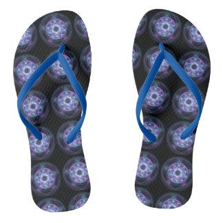 Chinelos Teste padrão azul do Pentagram do fogo da