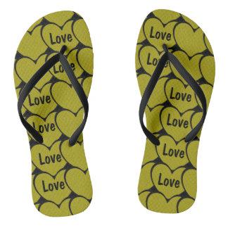 Chinelos Teste padrão bonito dos corações do ouro do amor
