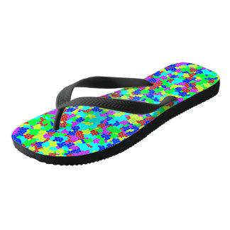 Chinelos Teste padrão de mosaico multicolorido à moda