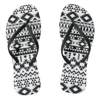 Chinelos Teste padrão geométrico asteca preto e branco do