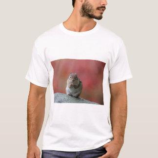 Chipmunk que senta-se verticalmente camiseta