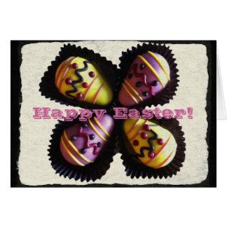 Chocolates do ovo da páscoa cartão comemorativo