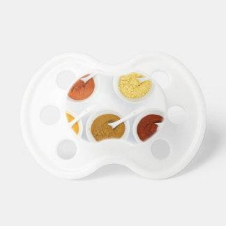 Chupeta Bacias da porcelana com as várias especiarias