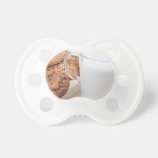 Chupeta Copo com os biscoitos do leite e de farinha de