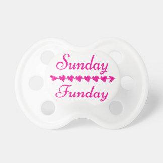 Chupeta Coração cor-de-rosa engraçado bonito de domingo