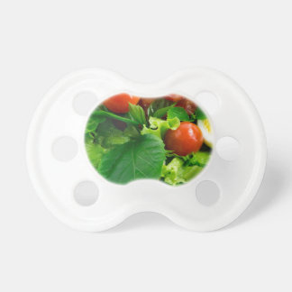Chupeta Detalhe de uma placa com tomates de cereja, ervas
