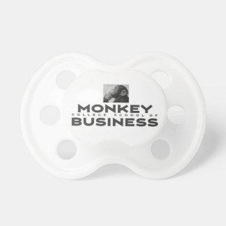 Chupeta Escola da faculdade do macaco do negócio Binky