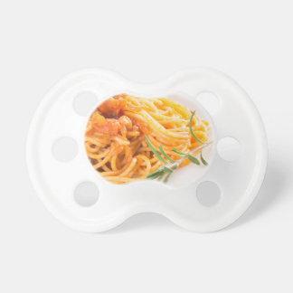 Chupeta Espaguetes italianos com o close up vegetal do