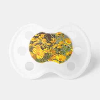 Chupeta Flores amarelas felizes brilhantes em um grupo