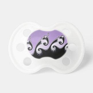 Chupeta Fractal. violeta, branco e preto