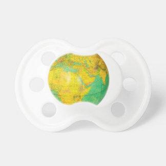 Chupeta Globo com a terra do planeta isolada no branco