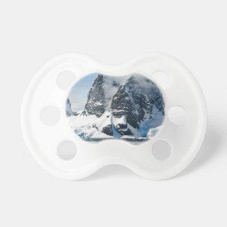 Chupeta icebergues de gelo das montanhas