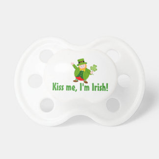 Chupeta Leprechaun do dia de um St Patrick que guardara um