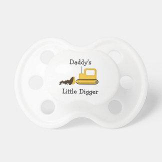 Chupeta Pacifier pequeno do escavador do pai
