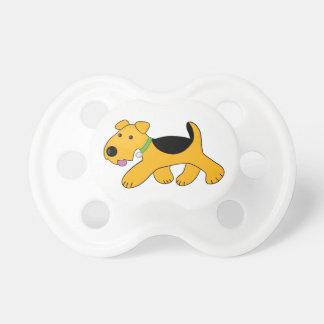 Chupeta Pacifier trotando bonito do cão de filhote de