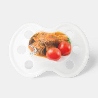 Chupeta Veja o fim-acima em uma refeição do guisado de